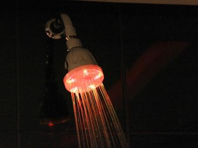 Chuveiro com LED Motel Cisne