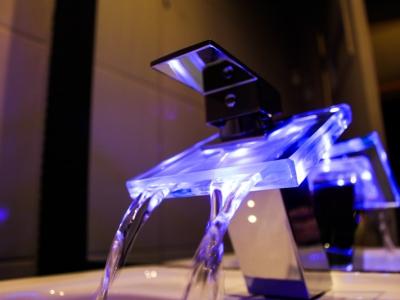 Torneira com LED Motel Cisne